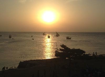 Vi avslutade vår vistelse med en liten semester på Zanzibar, så jag avslutar min reseberättelse med en solnedgång utanför Afrikas kust.