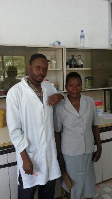 Två ur mitt team på labbet, Dr Hajid som var labbansvarig och Jamina.